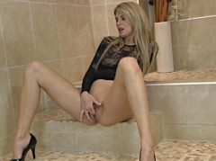 SEXU Movie:Bathroom is where she wants to...