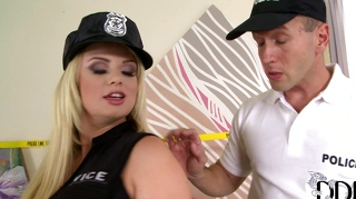 Hookup with orgasm addicted police lady.